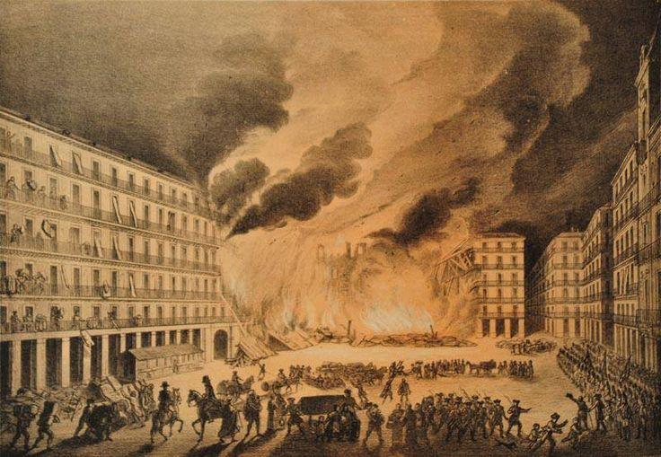 1790, la Plaza Mayor de Madrid sufre su tercer, y más grave, incendio de la historia, el que arrasó con un tercio de la plaza y cuyas llamas no se pudieron extinguir hasta 9 días después.