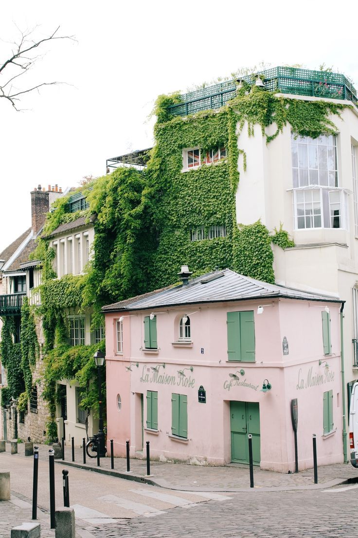 Millennial pink in Paris // pinterest: shophesby