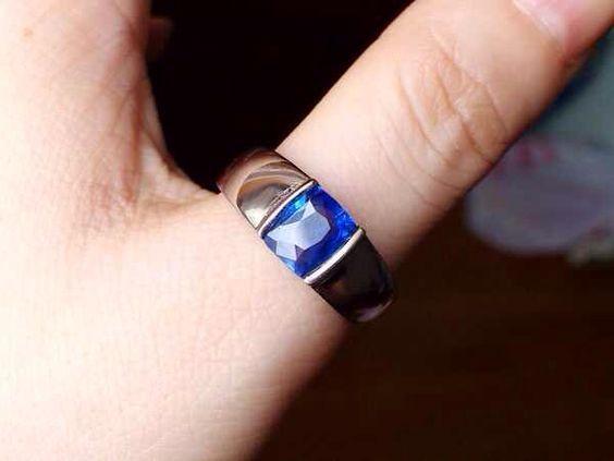 Vivere azure wedding rings