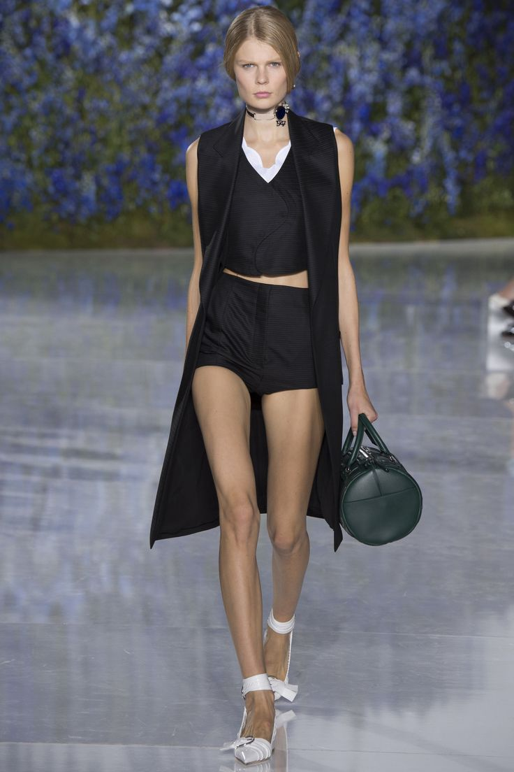 Christian Dior Spring 2016 Ready-to-Wear Fashion Show