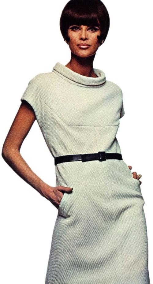 Nina Ricci, Vogue Pattern Book Autumn 1966.  Stunning.  Just perfect!  I would wear ths dress today.