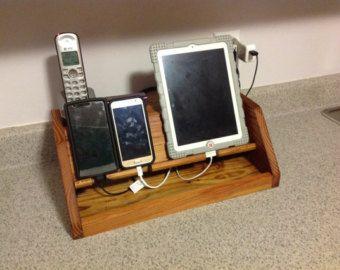 Gepersonaliseerde docking station iPhone door SinitinaWorkshop