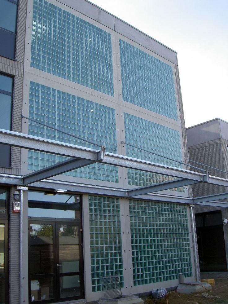 Gevel in glastegels   glazen bouwstenen   glasdallen