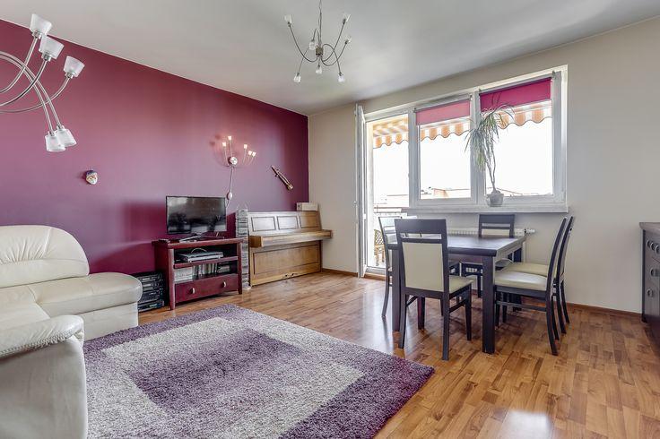 Na sprzedaż bardzo ładne i widne mieszkanie, zlokalizowane na osiedlu Łódź-Widzew o powierzchni 65,85m2. Mieszkanie znajduje się na czwartym piętrze w czteropiętrowym bloku z garażami w parterze.