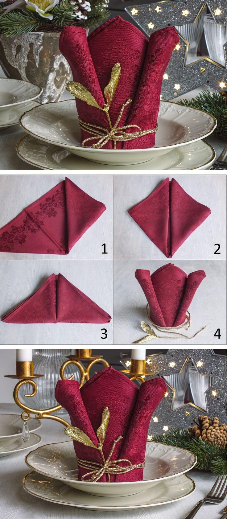 Ubrousek složený do tvaru korunky doslova korunuje vaši slavnostní tabuli. Ozdobit můžete dle sezóny, v zimním období například kouskem jmelí.
