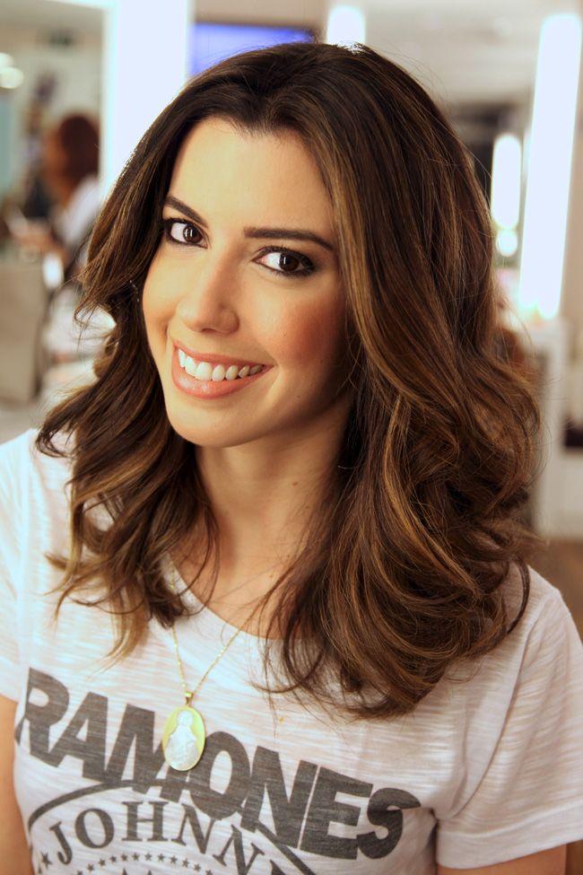 Camila Coutinho - morena com luzes e cabelo médio.