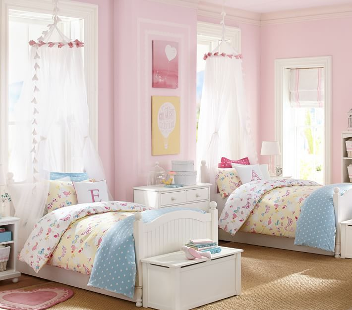 Canopies and garland in the bedroom make a magical space for your princess!