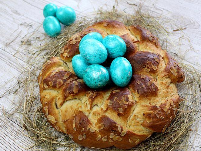 Die Zubereitung ist wirklich einfach. Ihr müsst ihn unbedingt nachbacken, dieser Hefezopf ist sehr lecker und rundet Euer Osterfest ab.