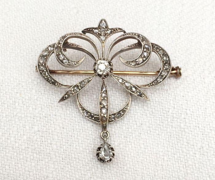 Online veilinghuis Catawiki: Indrukwekkende broche/hanger, Jugendstil periode, van 18 kt goud en zilver, geheel in pavé bezet met diamanten, in totaal 1,5 ct