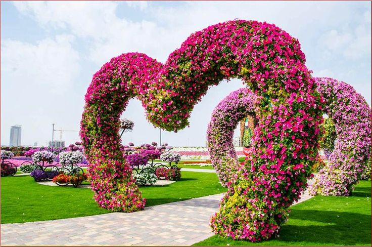 The most beautiful and biggest natural flower garden in for Beautiful garden pictures of the world