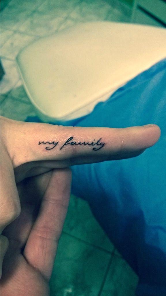 tatuaż na palcu wykonany w TIME4TATTOO www.time4tattoo.pl  #tatuaznapalcu #napisnapalcu #tatuaznapis #fingertattoo #inscriptiontattoo #time4tattoo