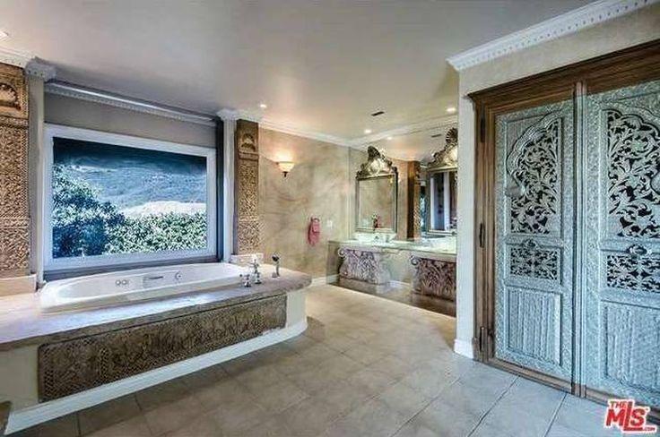 Piden 4,25 millones de dólares por la casa de Pamela Anderson y Tommy Lee