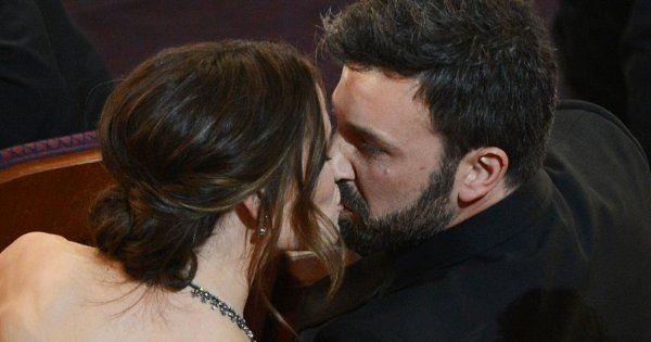 "The ""exact"" moment when Jennifer Garner fell in love with Ben Affleck <3 (article with videos)"