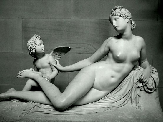 Venus with Cupid removing a Thorn from her Foot - 1825. Pietro Tenerani. Chatsworth House. Derbyshire, UK.