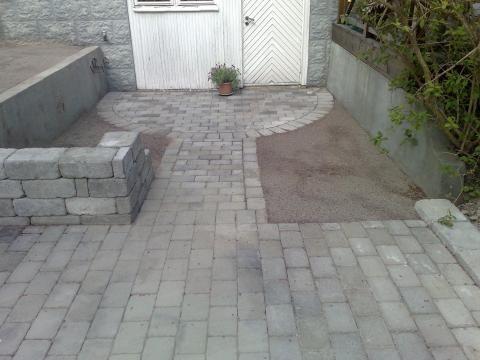 <p>Källaringång + mur för cykelställ</p>