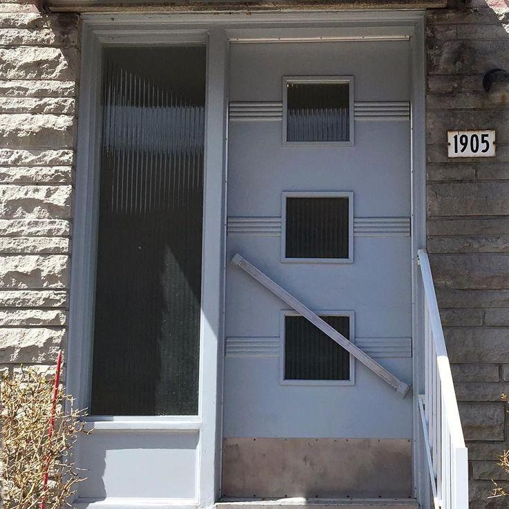 1960 : une porte à travers le temps #mtlmoments #livemontreal #olddoor #mtl #griffintown #1960