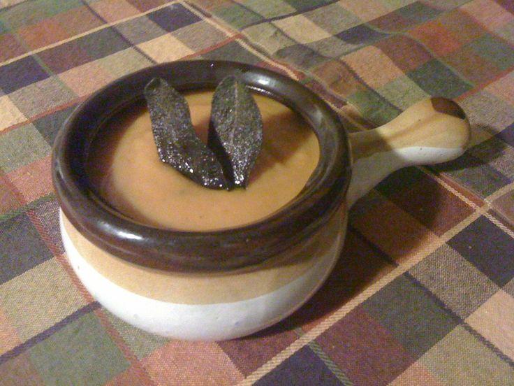 Riquísima: Crema de calabaza con salvia y queso asiago.