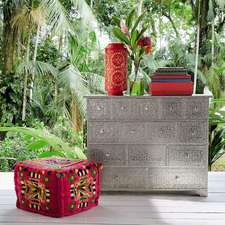 elegant pouf pompons en coton brod multicolore with pouf coffre maison du monde. Black Bedroom Furniture Sets. Home Design Ideas