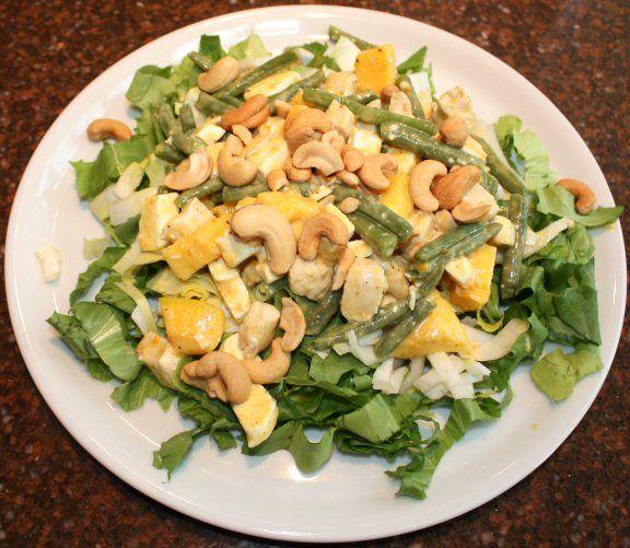 Maaltijdsalade met kip, mango en andijvie