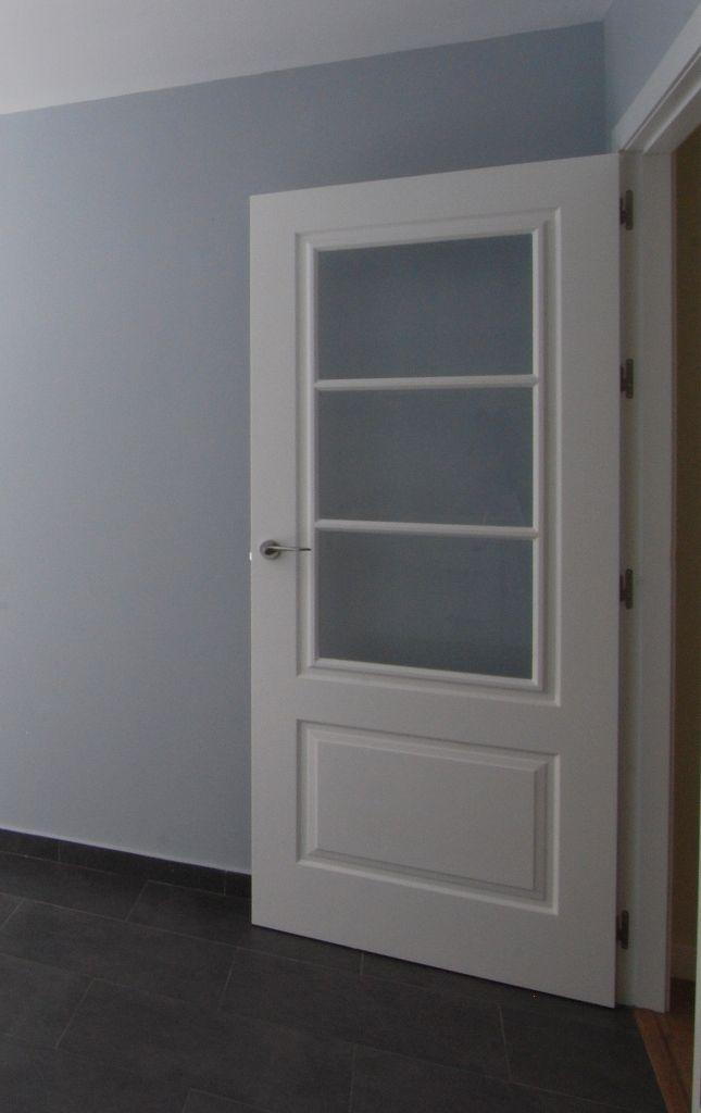 Puerta lacada en blanco con cristales al cido - Puertas correderas blancas ...