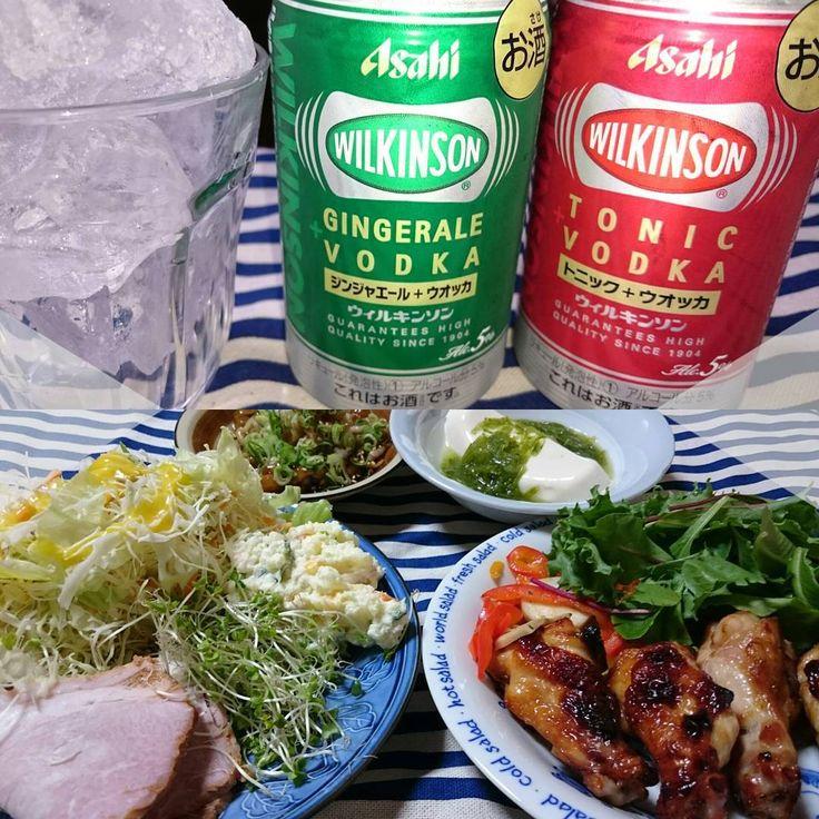 . 今日の晩御飯は . 手羽元のグリル 焼き豚サラダ めかぶ豆腐 辛味大根なめこ 晩酌は ウィルキンソン トニック+ウォッカ ウィルキンソン ジンジャーエール+ウォッカ . ウィルキンソン美味しかったよ炭酸が濃いめ好きやねんしゅわわぁ〜.。o○ . #dinner#cena#chiken#pollo#pork#cerdo#salad#ensalada#tofu#Pungentradish#rábanopicante#Nameko#WILKINSON#VODKA#TONIK#GINGERALE#晩御飯#手羽元のグリル#焼き豚#ポテトサラダ#スーパースプラウト#サラダ#めかぶ豆腐#辛味大根#なめこ#ウィルキンソン#ウォッカ#トニック#ジンジャーエール#водка