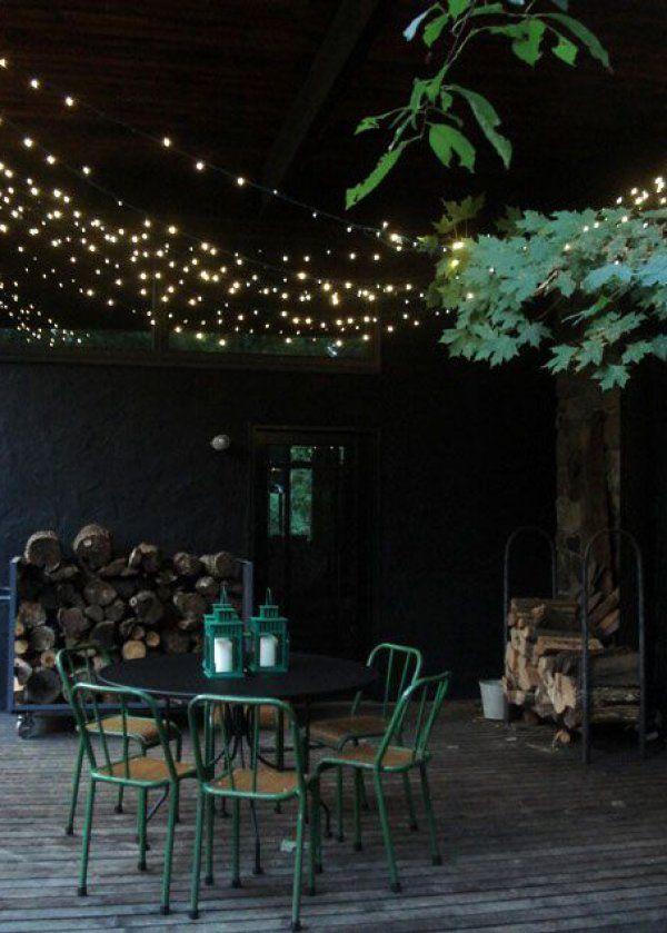 Des guirlandes lumineuses à LED dans le coin repas