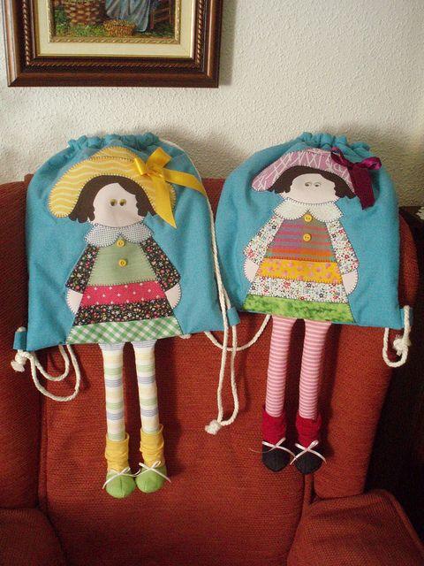 mochilas muñecas by Las colchas de Candelas, via Flickr