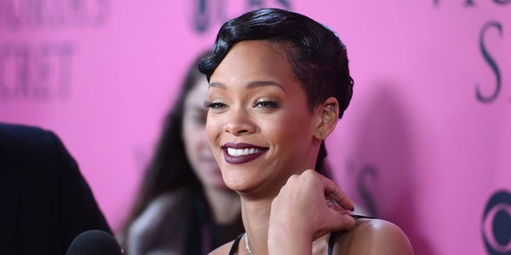 For her 30th birthday bash, Rihanna wore quite an eye-catching outfit. Take a look at it and tell of whether you love or hate it. We believe that Rihanna looked great in her poofy metallic pink top paired with black shorts. Her birthday party was held on February 20 at Landmark Rooms in NYC. Her...