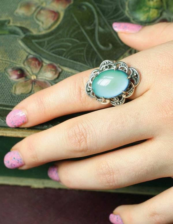 Mood ring set in sterling silver