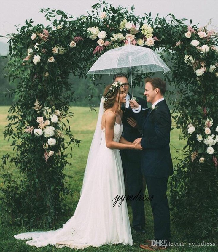 2019 New Sexy Beach Wedding Dresses Spaghetti Straps Lace Appliques Backless Wedding Dress Summer Bohemian Wedding Bridal Gown
