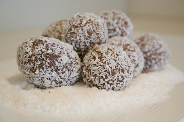 Traditional (no bake) Rum Balls Recipe