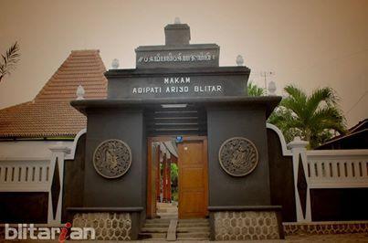 Makam Aryo Blitar - Ngobrol Pagi
