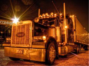 La conducción de un camión comercial ha sido nombrado uno de los trabajos más peligrosos de América. En 2013, hubo un total de 748 muertes para los conductores de camiones con una tasa de mortalidad de 22 por cada 100.000 trabajadores.