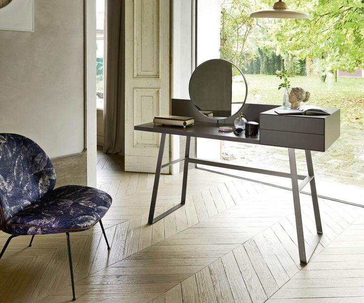 Der minimalistische Livitalia Sekretär Segreto ist auch ohne Spiegel erhältlich.   #Schreibtisch #desk #Tisch #Designtisch #Homeoffice #Design #Möbel #Arbeitszimmer #Büro #Livarea #Novamobili #minimalistisch #modern #zeitlos #table #besidetable #interiordesign #interiordecorating #wohntrend #wohnideen #wohnstil #minimalism