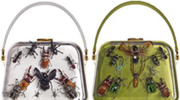 Дэмиен Херст украсил сумки Prada насекомыми