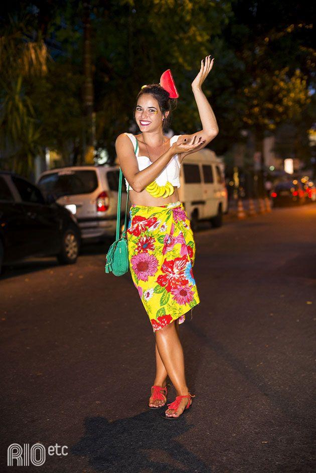 RIOetc | Tico tico lá: Fê de Carmem Miranda pro Carnaval. Pega o colar de banana, a saia de chita e vai!