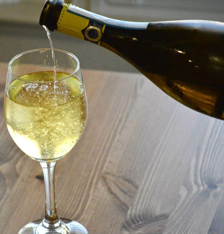 Limoncello Prosecco // Perfect Summer drink.