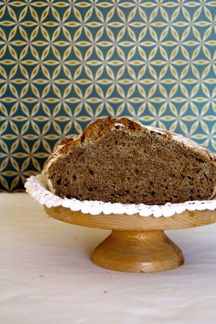 Eltefritt grovbrød - bare en av over 50 eltefrie brødoppskrifter du finner her på bloggen Mat på Bordet.