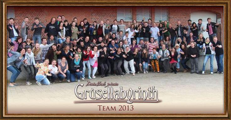 Das Kieler Gruselteam 2013 - ganz schön viele. Und am 5. Juli geht es los. Freut euch drauf! :) https://www.facebook.com/Grusellabyrinth.Kiel