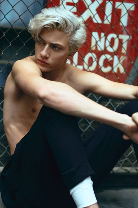 Leon Blackhart - Lucky Blue Smith. Deus. Son of Zacariah and Kari. Accidentally impregnated Juniper. Good person despite his species. Fond of his half sister and brother; Daka and Milo.
