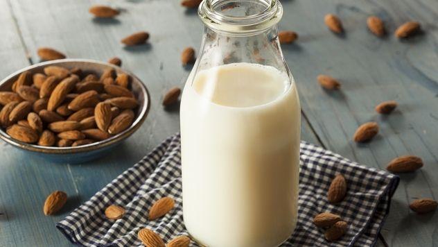 Vyrobte si zdravé mandľové mlieko: Stačia vám len 2 suroviny!