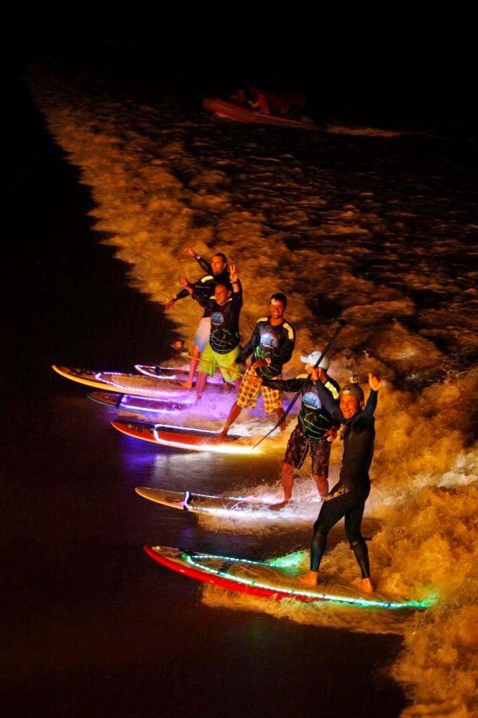 Espaço Vip: Surf noturno na Pororoca ilumina a noite no rio Capim, no Pará