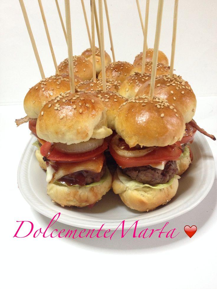 Mini hamburger per il buffet del mio compleanno ( ricetta di Luca Montersino )