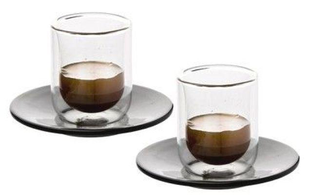 Il caffè migliore è nella tazzina in vetro o di ceramica? Tradizionalmente gli italiani amano gustare il proprio caffè, sia al bar che a casa, dentro la classica tazzina di ceramica. C'è però chi lo gradisce particolarmente dentro quella in vetro. Tu a che  #caffe #tazza #vetro #ceramica #caffeina