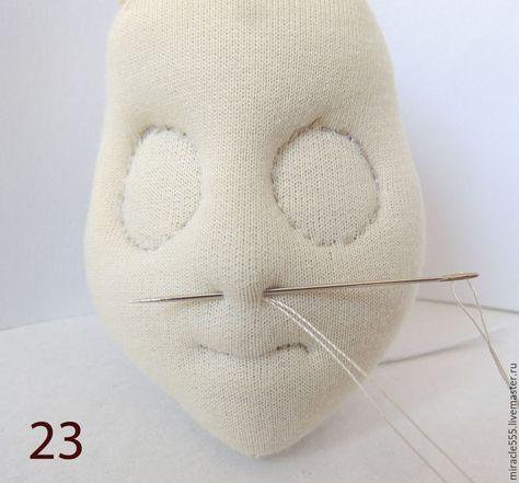 Продолжаю публикацию серий мастер-классов по изготовлению куколки в мистическом стиле из кукольного трикотажа. Начало здесь >> Напоминаю, что пока я не смогу показать готовый результат, потому что работа еще идет, и будет закончена примерно 15 октября. Куколка, представленная на фото, выполнена в технике грунтованного текстиля, и теперь моя задача создать похожего персонажа, но уже в другой технике, из кукольного трикотажа.