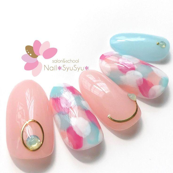 サンプル♡淡いカラーの花びらマーブルに、シアーのワンカラー。#ネイルサンプル #nail #ネイル #ジェルネイル #ネイルアート #NailSyuSyu #ネイルシュシュ #ネイルサロン...|ネイルデザインを探すならネイル数No.1のネイルブック