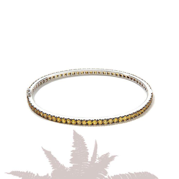 ЖЕЛТЫЕ БРИЛЛИАНТЫ  Удивительный эксклюзивный браслет из белого золота с невероятно редкими и такими востребованными сегодня желтыми бриллиантами общим весом почти в 6.5 карат — поистине королевский подарок для единственной королевы вашего сердца.  Больше уникальных украшений от ZBird Jewellery на нашем сайте: https://www.zbird.com.ua/category/rasprodazha