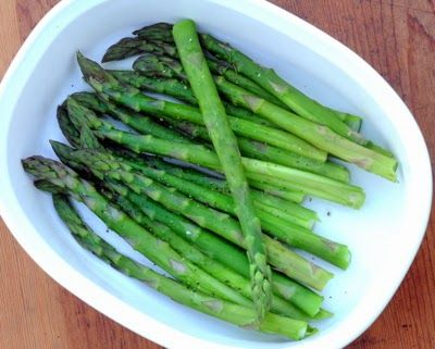 How to cook asparagus in the microwave.