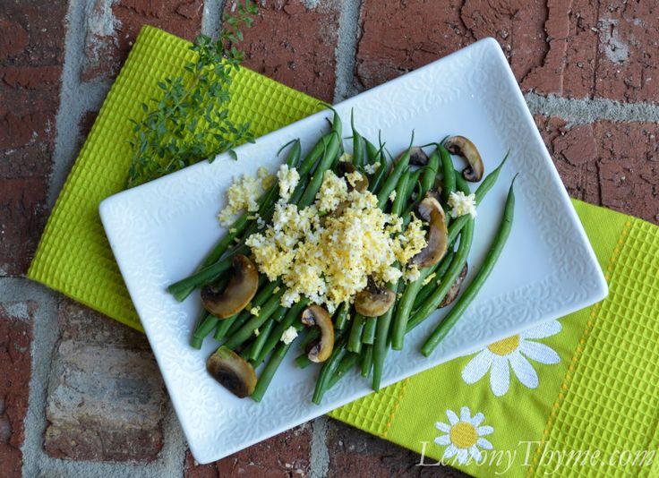 Składniki 3 łyżki masła 1 łyżka oliwy z pierwszego tłoczenia 1 rozgnieciony ząbek czosnku 225 gramów kurek lub innych grzybów leśnych, oczyszczonych i pokrojonych na małe kawałki sól i świeżo zmielony czarny pieprz 650 gramów fasolki szparagowej z obciętymi końcówkami kilka orzechów włoskich  http://www.kuchniaplus.pl/przepisy/przepisy-kulinarne-kuchni-plus/fasolka-szparagowa-z-grzybami-lesnymi_5131.html