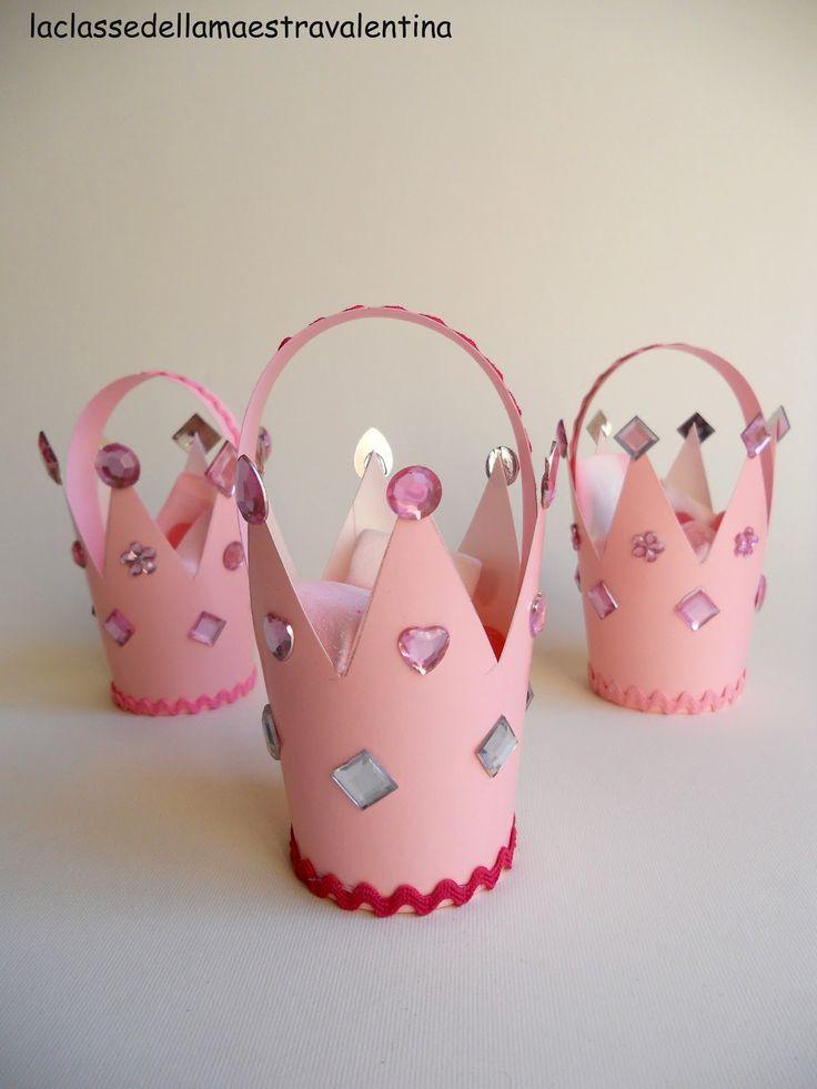 Care principessine, siete intenzionate a dare un party tutto rosa? Per incominciare, vi servirà un bell'invito a forma di castello... per pr...